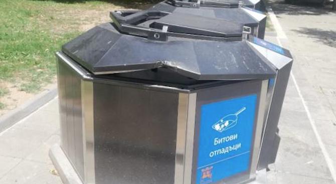 Вандали повредиха новите подземни контейнери в Благоевград