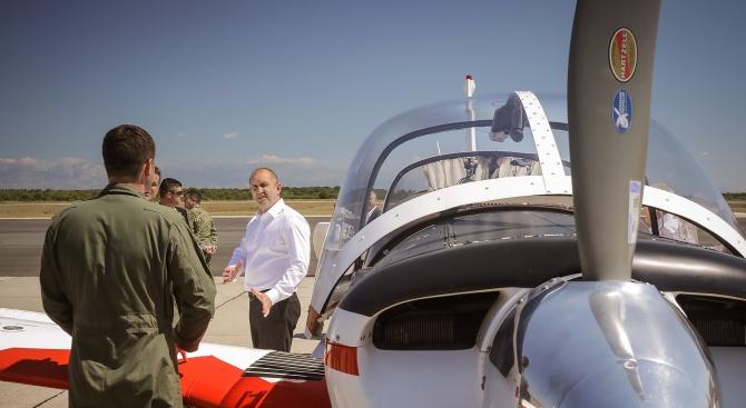 Румен Радев посети военно-въздушна база в Хърватия