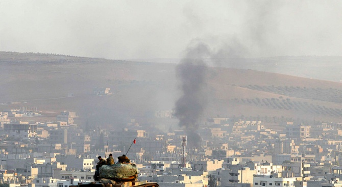 Поне 15 цивилни са загинали при въздушни удари в Сирия