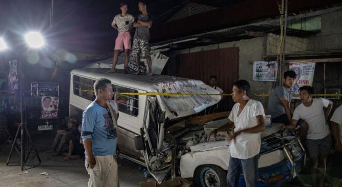 Хиляди филипинци прекараха нощта на открито поради вторични трусове