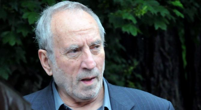 Почина известният политолог Алекс Алексиев