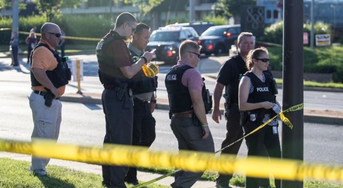 Мъжът, окървавил фестивала на чесъна в Калифорния, е убит
