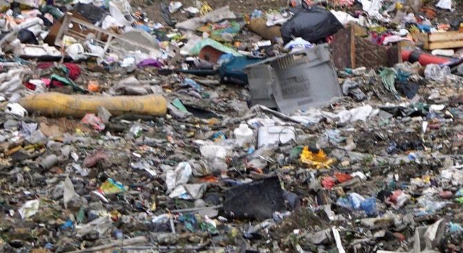 Почистиха 8 тона отпадъци от нерегламентирано сметище в Търговище
