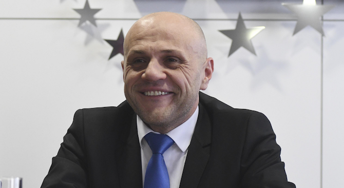 Десет причини Томислав Дончев да подаде оставка