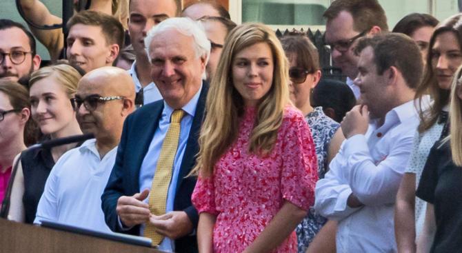 """Приятелката на Борис Джонсън ще живее с него на """"Даунинг стрийт"""""""