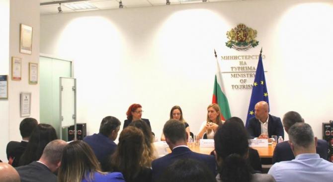 Ангелкова проведе работна среща с Българската асоциация на професионалистите в мениджмънта на хотели