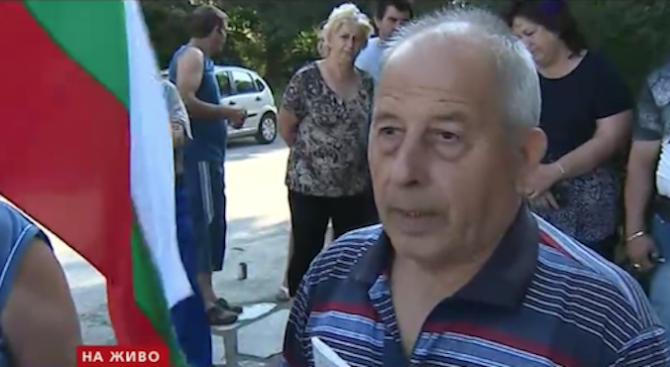 Стопанин: Бойко Борисов да ми даде половината си заплата и давам прасетата