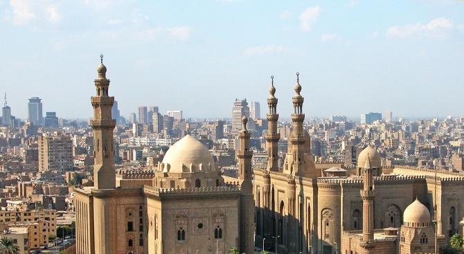 Най-малко 17 души загинаха при експлозия в Кайро