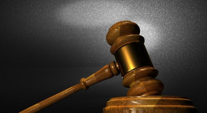 Осъдиха 59-годишен мъж, произвеждал незаконно оръжие в дома си