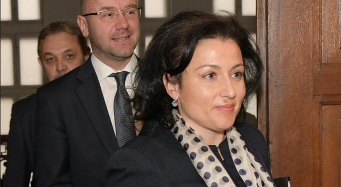 Десислава Танева ще обсъжда мерки срещу чумата с ресорния еврокомисар