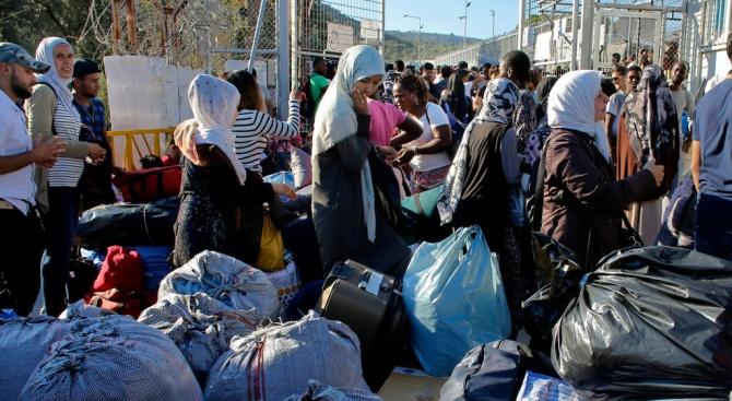 Мигрантите в гръцките лагери по островите надхвърлиха 20 000