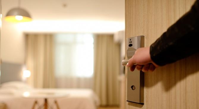 Туристка е нахапана от буболечки в скъп хотел във Варна