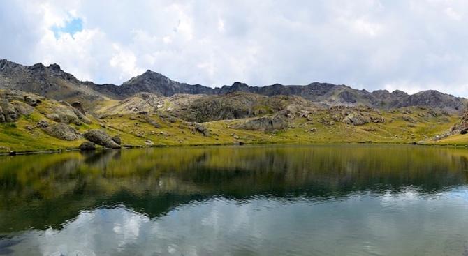 Издирват туриста, изкъпал се в рилско езеро, за да го глобят