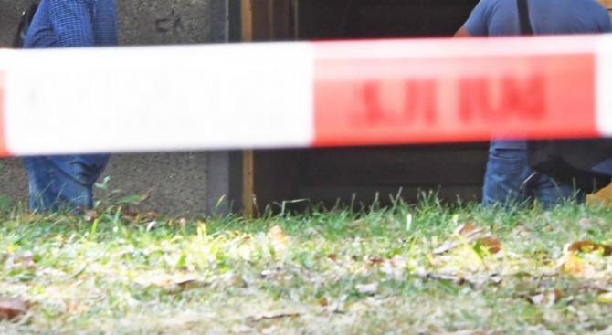 Сляп мъж живя дни с тялото на сина си в Шумен