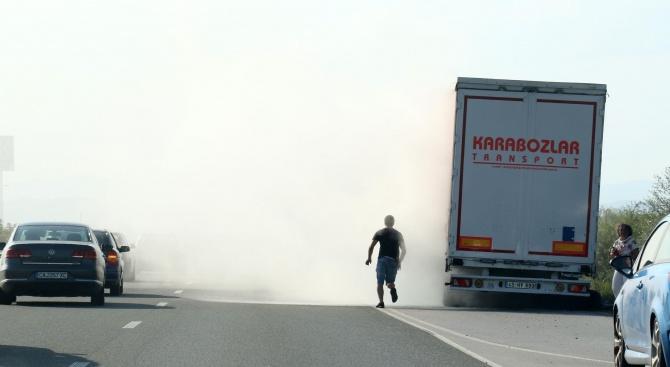 "ТИР се самозапали на автомагистрала ""Тракия"""