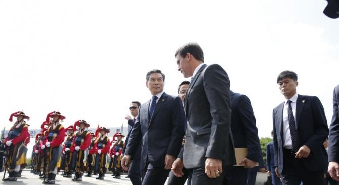 Министърът на отбраната на САЩ пристигна на посещение в Сеул