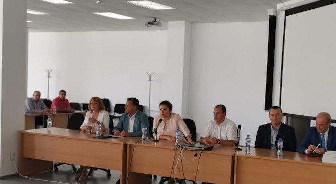 Министър Танева: До 26 август трябва да се представят протоколите за дезинфекция на дворовете и населените места