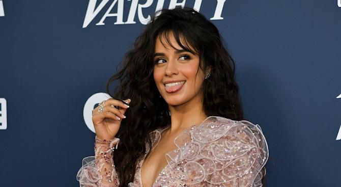 Певицата Камила Кабело потвърди в Инстаграм любовната си връзка с Шон Мендес