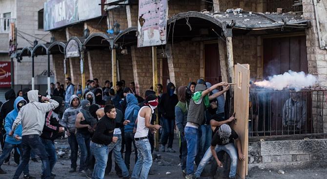 Сблъсъци между израелски полицаи и палестинци избухнаха на Храмовия хълм в Ерусалим