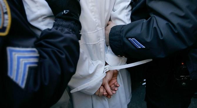 Двама заподозрени членове на банда за трафик на хора бяха задържани в Гърция