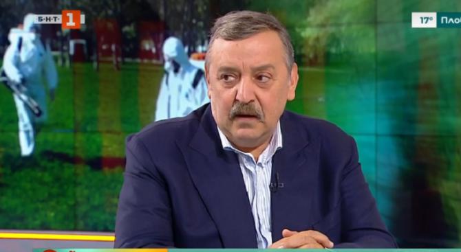 Проф. Кантарджиев: Комарите не хапят през две фланелки