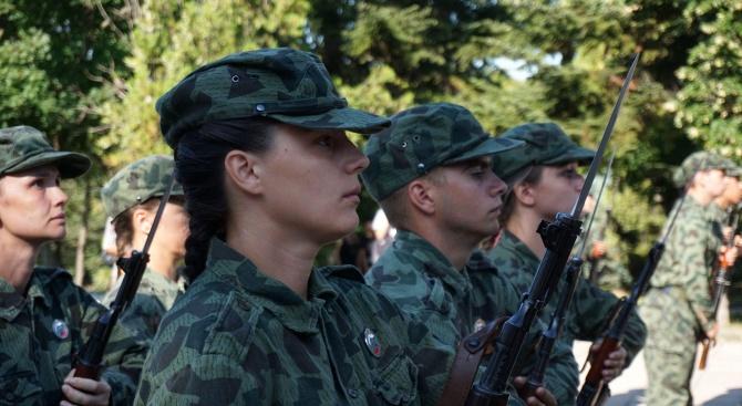 Военнослужещи участват в гасенето на горския пожар в Хасковско