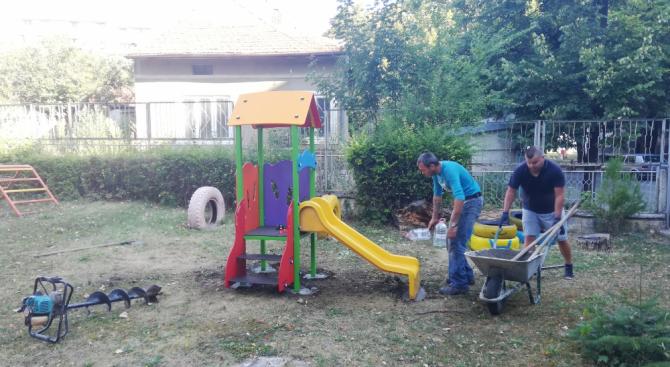 Детските ясли в Добрич имат нови съоръжения за игра