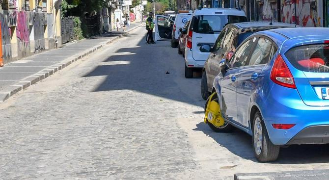 """18 електрически автомобила контролират паркирането в """"синята зона"""" във Варна"""