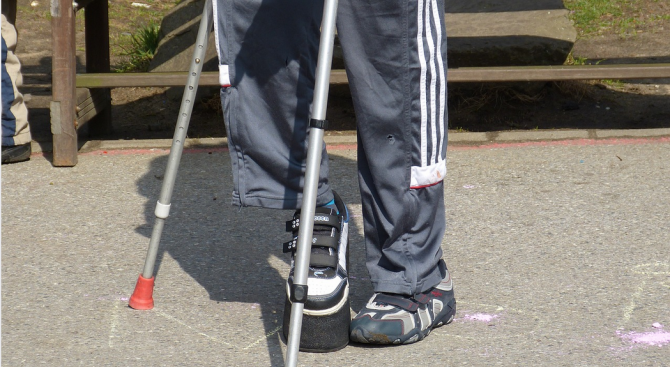 50-годишен мъж с увреждания остана без настойник и роднини, за него се грижи съседката му