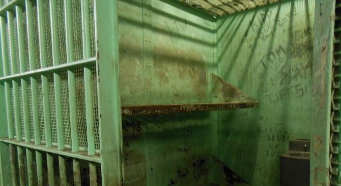 18 месеца затвор за рецидивист, извършил кражба от фризьорски салон