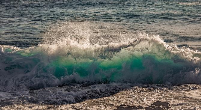 14-годишно дете стана жертва на бурното море във Варна