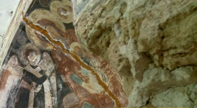 Манастир, в който е работил Захари Зограф, тъне в забрава и разруха