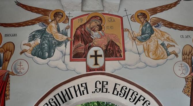 С малка вечерня в Бачковския манастир започва празника Голяма Богородица