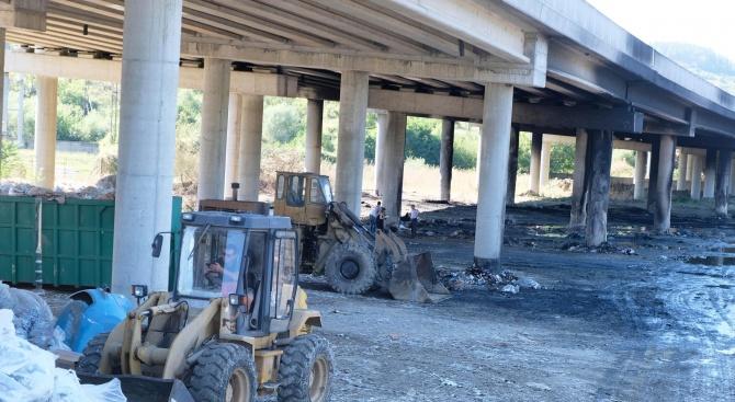 """АПИ дава на прокуратурата собственика на пункта за отпадъци, който се подпали край АМ """"Струма"""""""