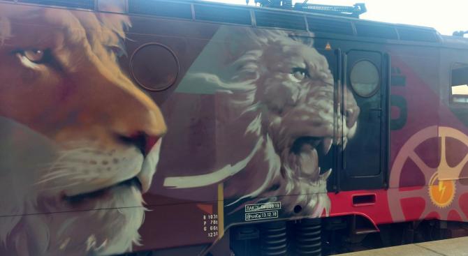 Уникалният арт локомотив на БДЖ ще бъде композиран на гарата във Варна за празника на града