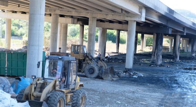"""Движението по моста при 62-ри км на АМ """"Струма"""" край Дупница остава ограничено и в следващите дни"""