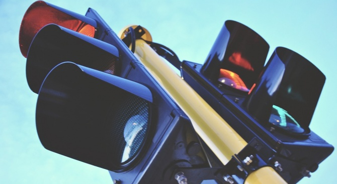 Община Перник подмени още една светофарна уредба