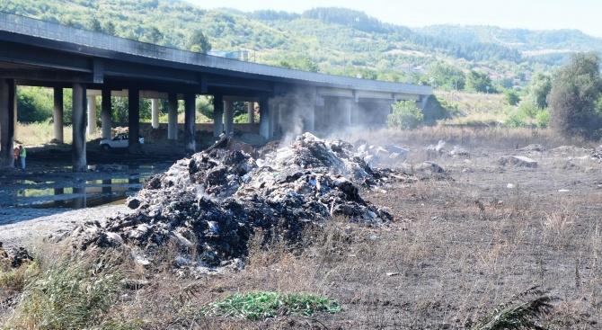 """Фирмата за отпадъци, причинила пожара край """"Струма"""", е санкционирана многократно от РИОСВ – Перник"""