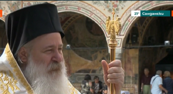 Игуменът на Троянския манастир: Да отидем в храмовете!