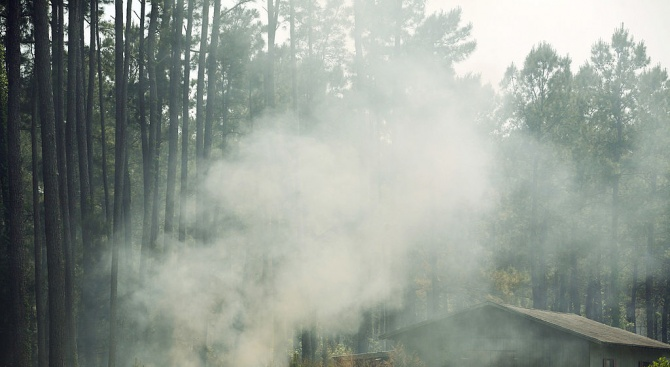 Хиляда пожарникари се борят с два пожара в Южна Франция