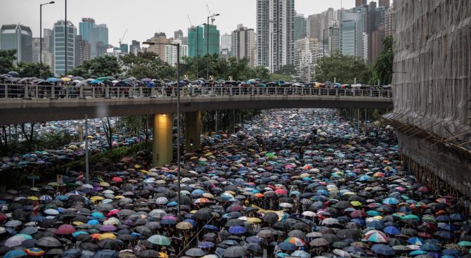 На митинг в Хонконг  участваха 1,7 милиона души