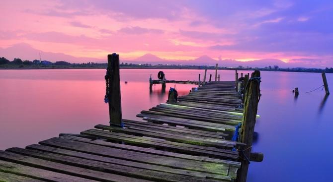 Турското езеро Туз се оцвети в розово