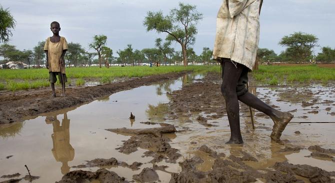 Десетки хора са загинали и хиляди жилища са унищожени от наводнения в Судан