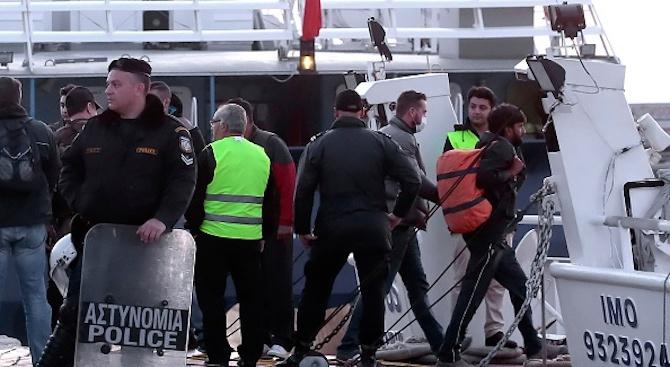 """""""Оупън армс"""" отказа корабът й с мигранти да плава до Испания"""