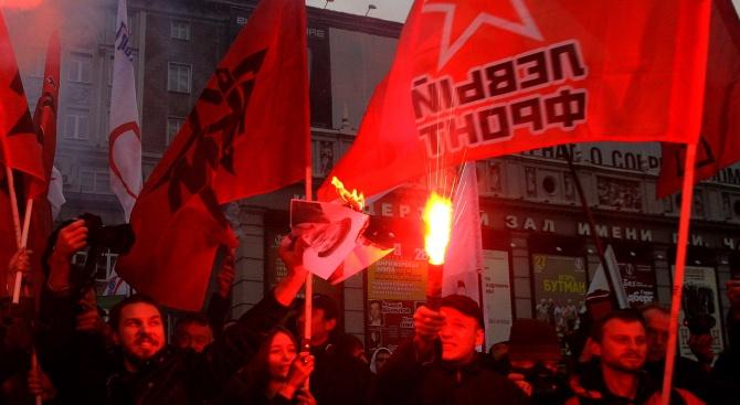 Протестите в Москва: Властите продължават тактиката на сплашване