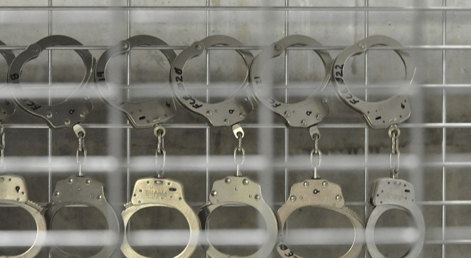 Софийска градска прокуратура задържа полицейски инспектор за подкуп