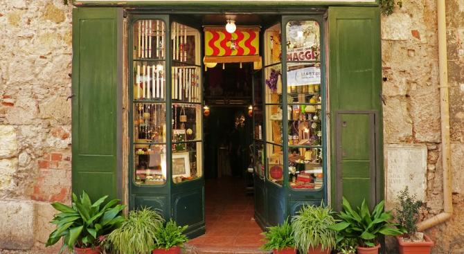 Магазините в Благоевград са отворени и в най-горещите часове