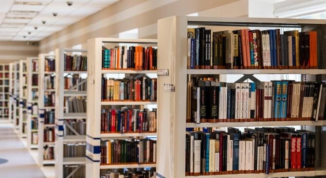 Днес 2000 софиянци са взели за четене 4000 книги от Столичната библиотека