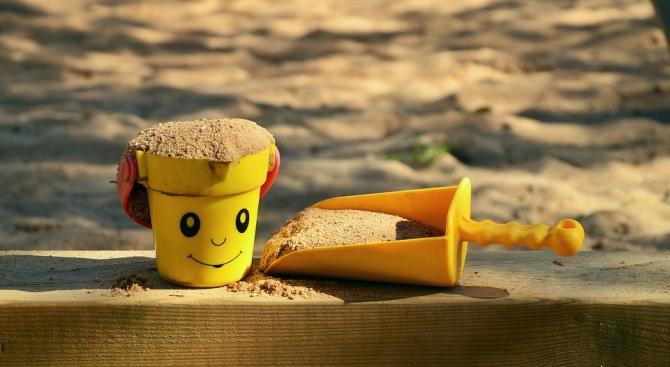 Започна премахването на пясъчниците от детските площадки в Благоевград