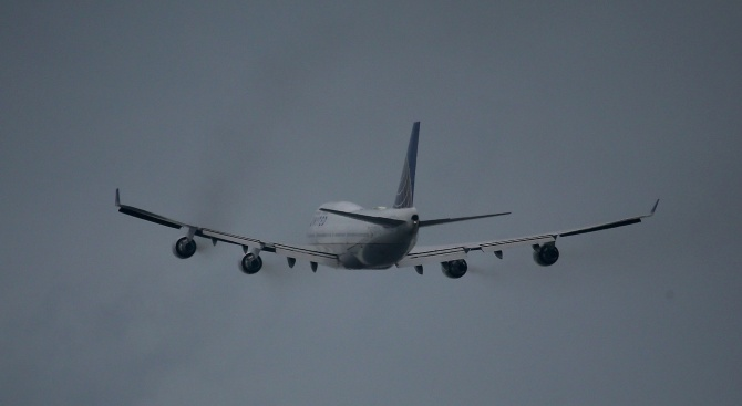 Самолет кацна аварийно в Люксембург